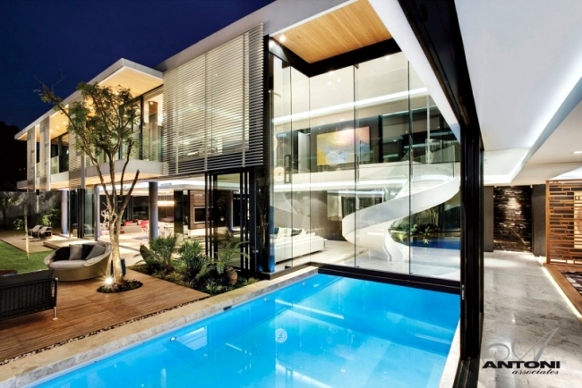 Even a modern dream house with pool of SAOTA and Antoni Associates