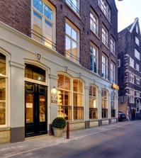 experience-amsterdam-in-full-trains-in-the-luxury-family-hotel-v-nesplein-0-307959388