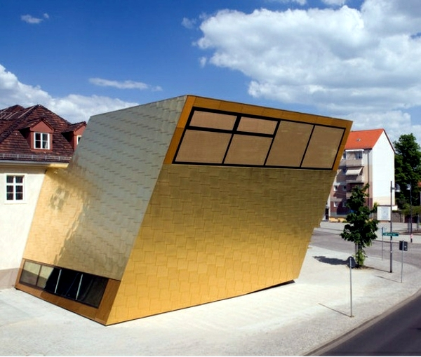 Façade cladding with copper plates provides better insulation