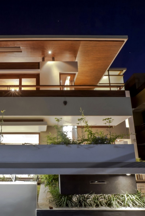 Flat Roof House With Yard Contemporary Architecture Solutions From India Interior Design