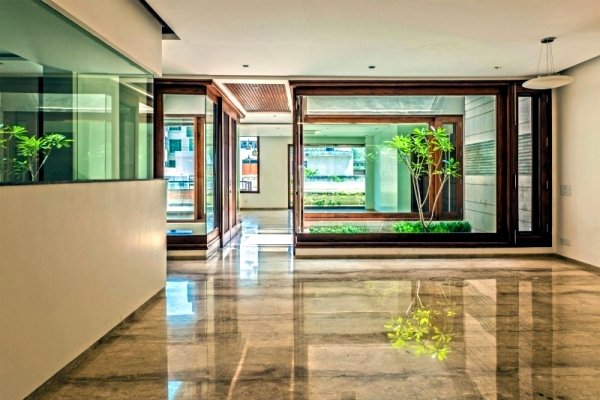 Flat roof house with yard - contemporary architecture solutions from India