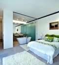 freestanding-bathtub-in-the-bedroom-no-clear-separation-of-bath-0-1567113875
