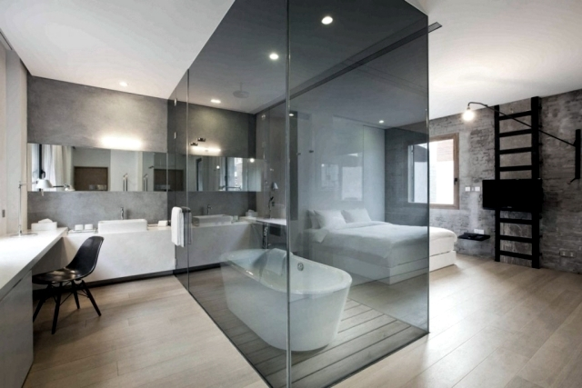 Bath In The Room   In A Closed Glass Box. Bedroom