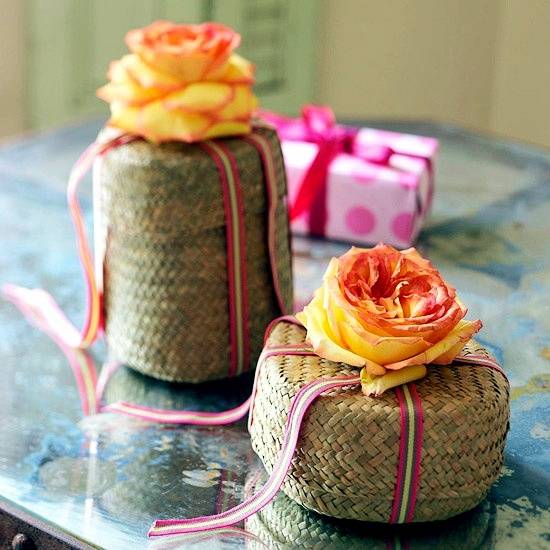 Fresh craft ideas for Mother's Day - making flower arrangements themselves
