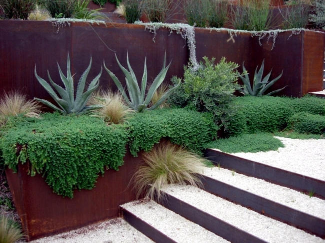 Garden design - edging the garden with flowers and plants