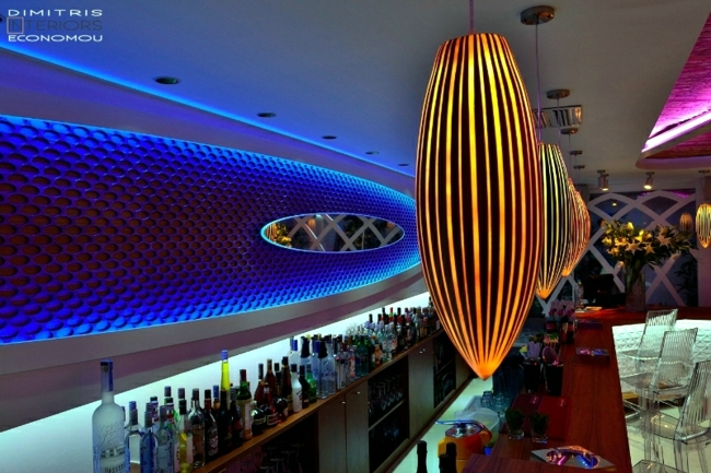 Glamorous bar in Greece makes for good holiday mood
