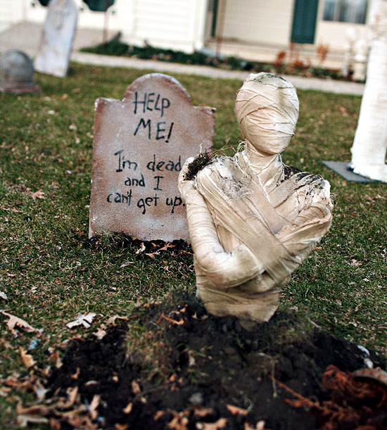Halloween decoration make for the garden - ideas for horror atmosphere