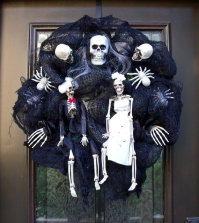 halloween-garden-decorations-ideas-with-skeletons-skulls-and-bones-0-2031797998
