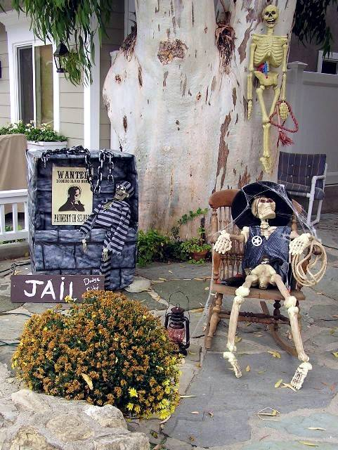 Halloween party decoration ideas to make scary halloween decorations - Halloween Garden Decorations Ideas With Skeletons Skulls