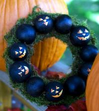 halloween-on-the-doorstep-spooky-decoration-ideas-for-the-house-entrance-0-977673881