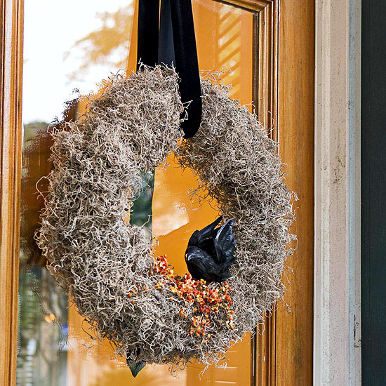 Halloween on the doorstep - spooky decoration ideas for the house entrance