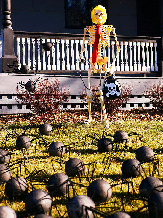 Halloween on the doorstep - spooky decoration ideas for the house entrance