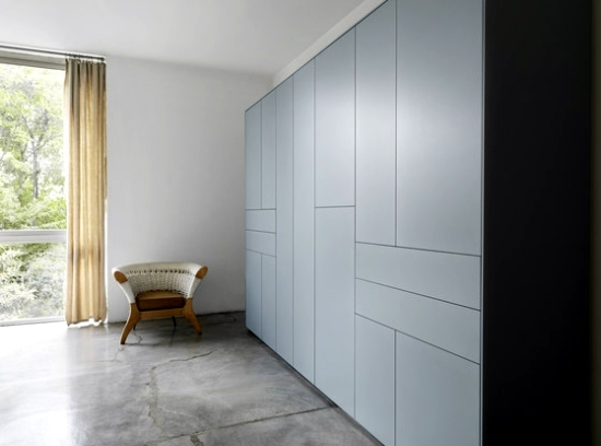 Handle-free closet designs in minimalist style of Piure