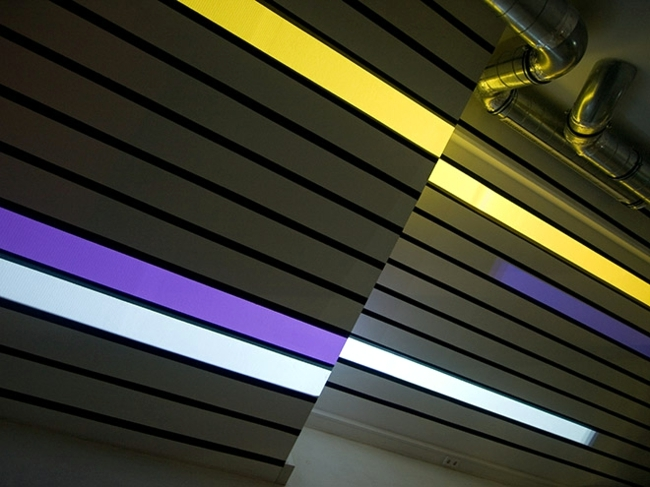 Hi-tech wall lighting with Videprojektoren - the installation of Struct