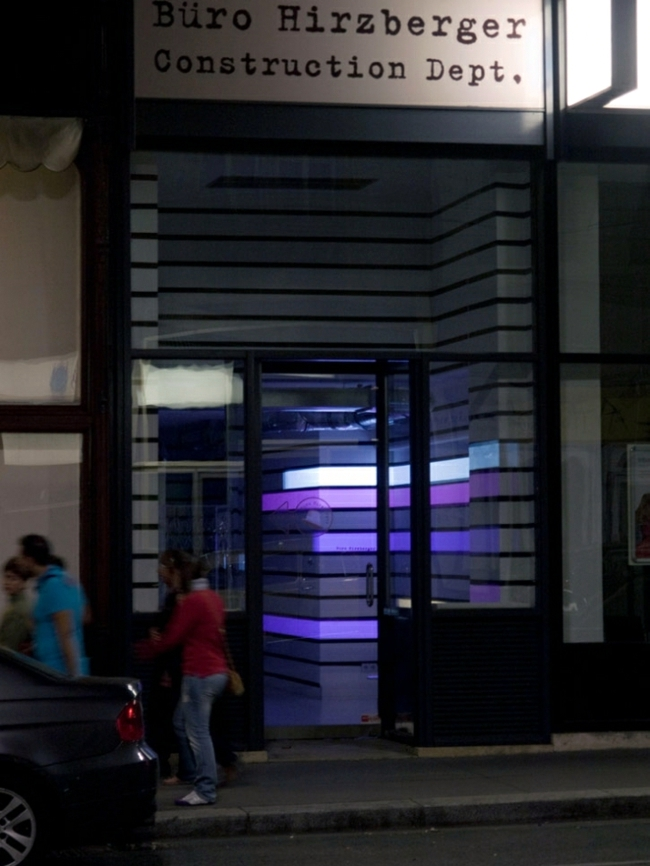 Hi-tech wall lighting with Videprojektoren - the installation of Struct