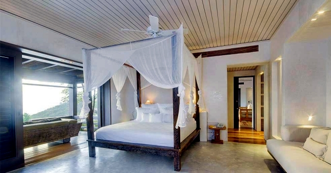 Holiday villas in the Caribbean with large terraces and sunny rooms