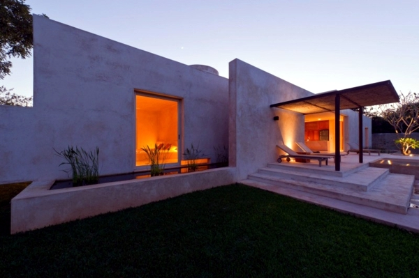 House with a pond in the garden for refreshment in the heat of Mexico