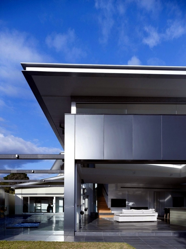 House with modern design of glass and aluminum in Melbourne