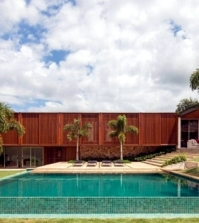 house-with-wood-facade-reveals-the-diversity-of-teak-0-1679614331