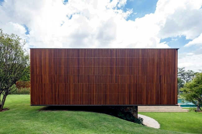 house with wood facade reveals the diversity of teak. Black Bedroom Furniture Sets. Home Design Ideas