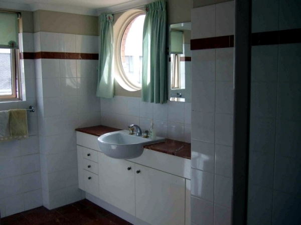 Ideas for bathroom renovation and redesign - before and after pictures