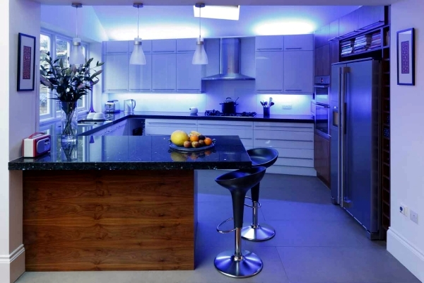 Ideas for kitchen cabinet luminaires to light the kitchen interior