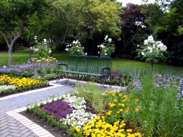Individual garden design ideas for gardening and landscaping