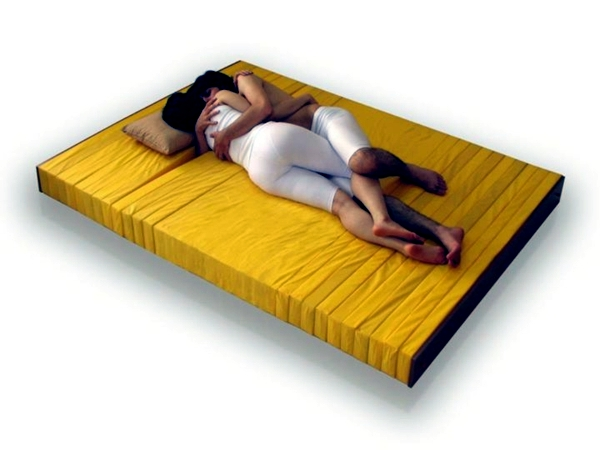 Innovative mattress for double bed allows for freedom of movement