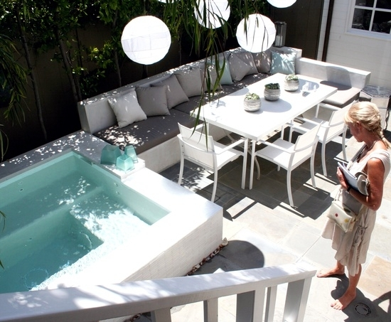 Install The Hot Tub In The Garden   Patio Decorating Ideas