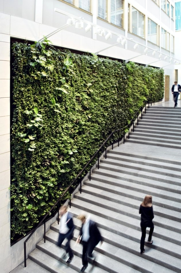 Integrate the Green wall or oranische elements in the architecture
