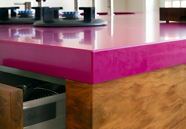 KL 1 - freestanding kitchen unit with built-in appliances by Sarah Maier
