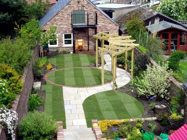 First, Decide If You Want To Create A Formal Or Informal Atmosphere In The  Garden. Informal Designs Follow The Natural Terrain And Use Long Curves, ...