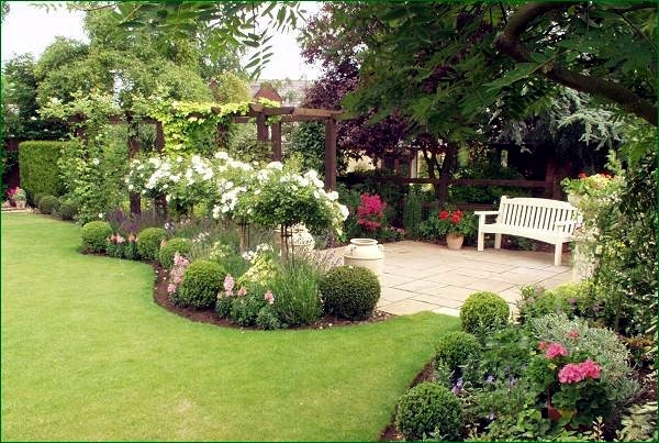 Lawn care in the spring - useful tips for gardeners