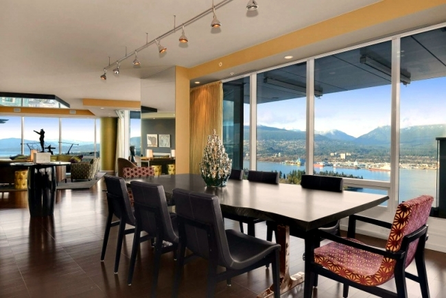Luxury apartment in Vancouver shows timeless style and great view