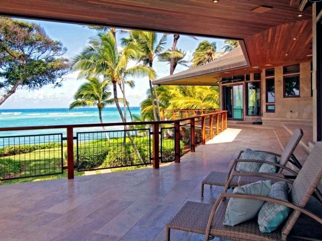 Luxury villa with stunning views offers relaxation under the palm trees