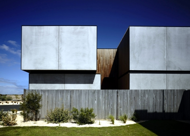 Maintains a robust solid house with construction that resists the wind and weather