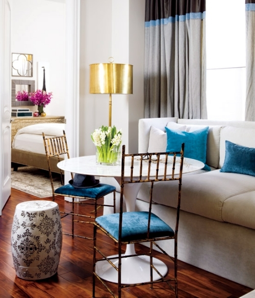 Make a small living room with several facility style chic