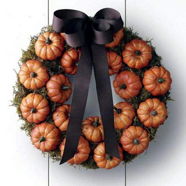 Make door wreath with mini pumpkins themselves - Autumn and Halloween Decoration