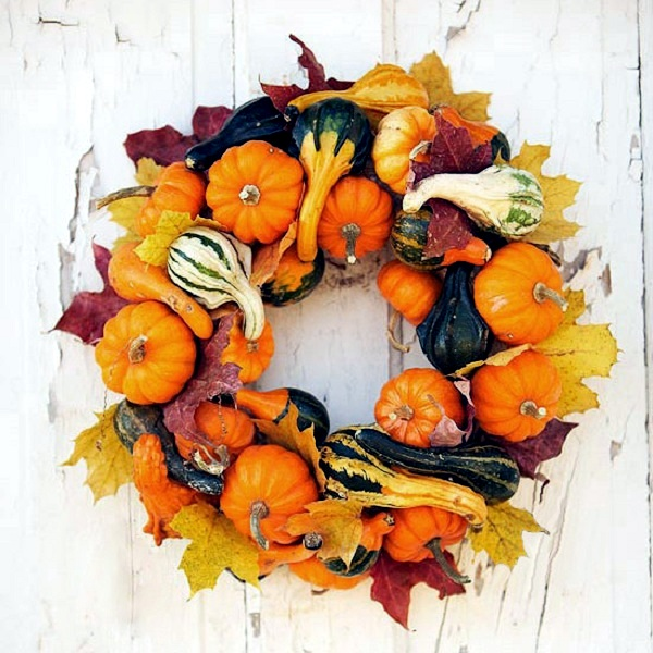 Make door wreath with mini pumpkins themselves - Autumn and Halloween Decoration