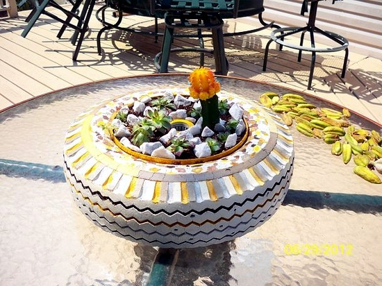 Make gardening ideas with old car tire flower pots and for Puits decoration jardin