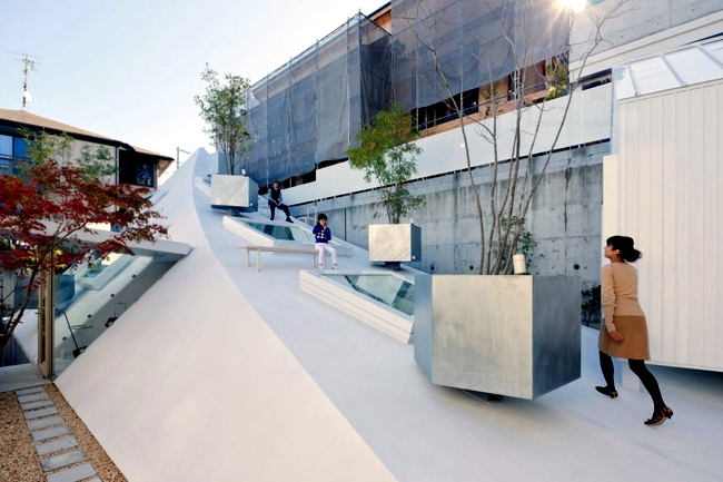 Make japanese style roof terrace house k by sou fujimoto for Terrace house japan cast