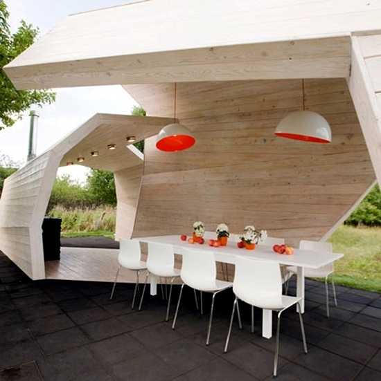Make room in the garden and enjoy the outdoor dining