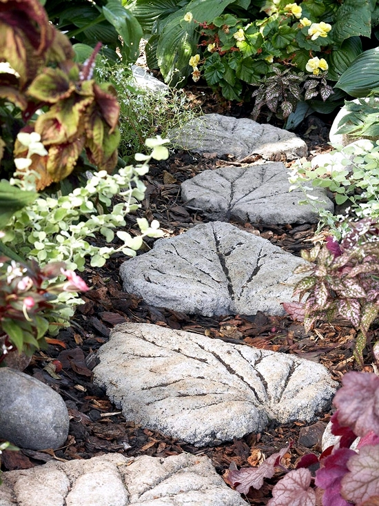 Make Steinweg With Ornate Stepping Stones Themselves Garden Decorative Interior Design Ideas Ofdesign