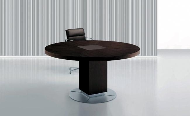 Management of ULTOM Italia Furniture for modern office furniture