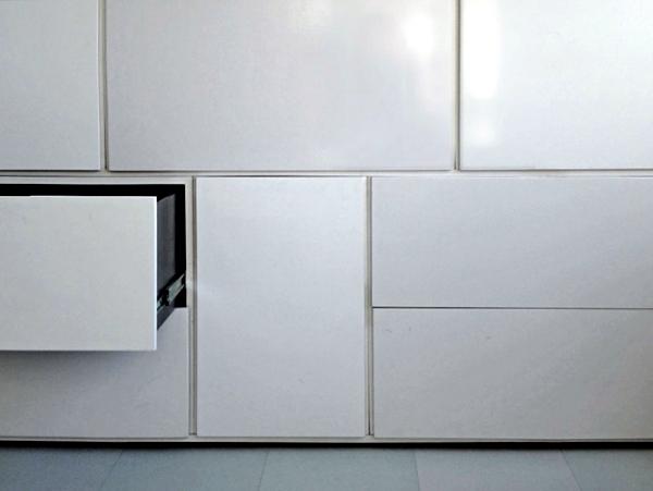 Minimalist design furniture - the bookshelf of Renier de Jong