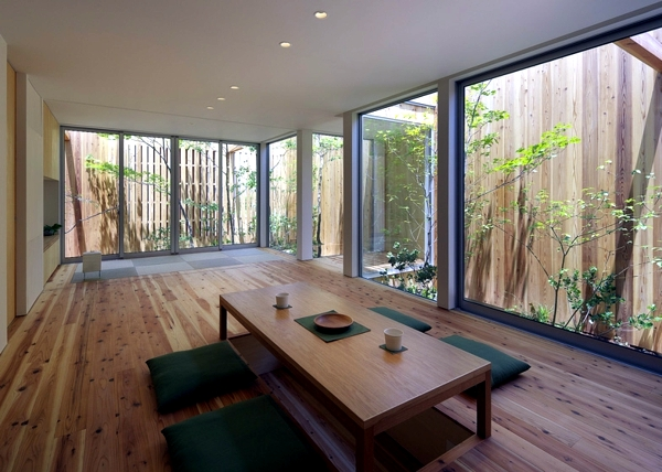 Minimalist Wooden House With A Courtyard In The Middle Of The Big