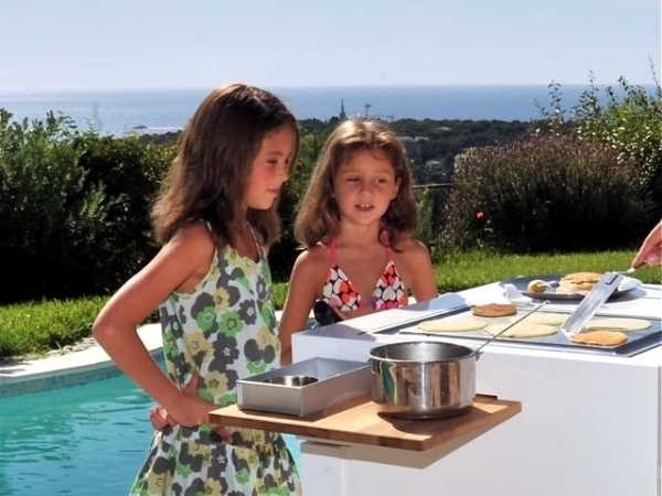 Mobile Mini Outdoor Kitchen - Summer Barbecue Party by the pool or in the garden