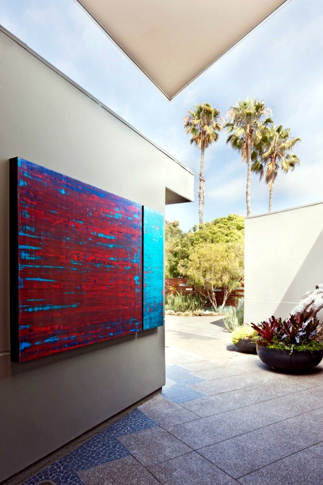 Modern architecture promotes eye-catching sculptural outdoor
