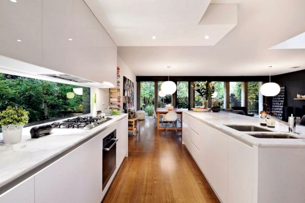 Modern flat-roofed houses with wooden cladding in Melbourne