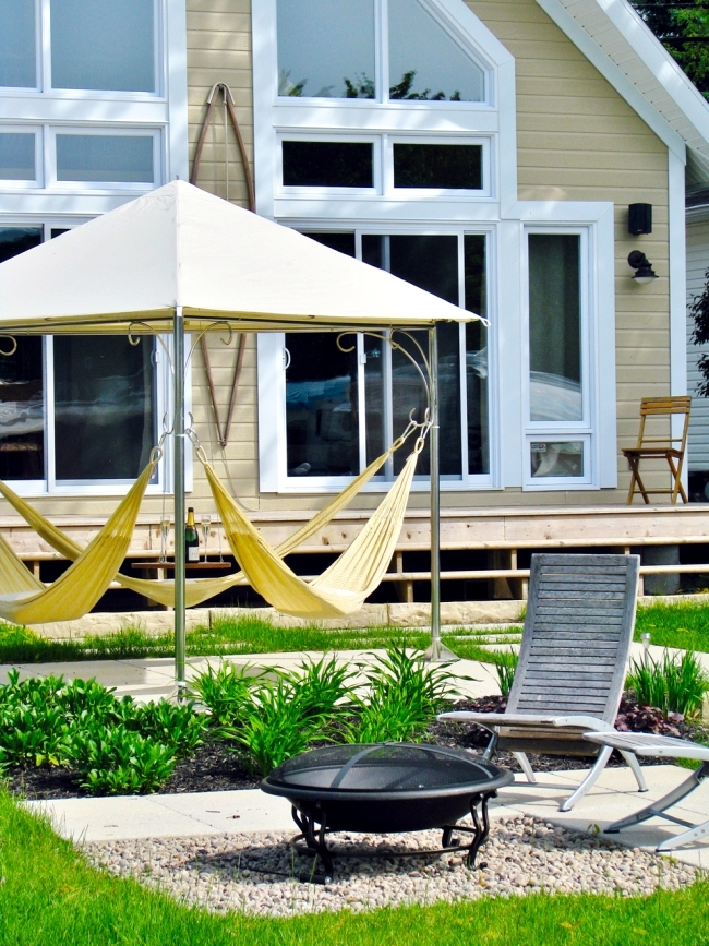 Modern hammock design ensure comfort for three persons in the garden